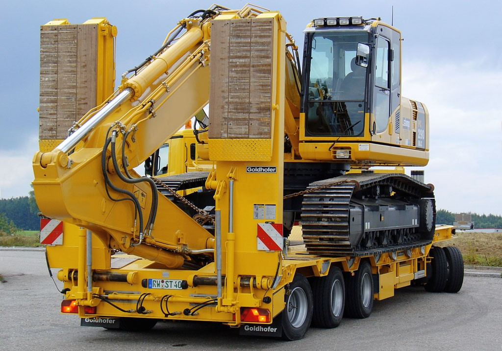 lowbed transporting a tlb